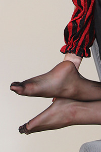 Free footfetish picture of a cosplay girl - CosplayFeet.com - piedi-da-favola-aradia-pirata01-06